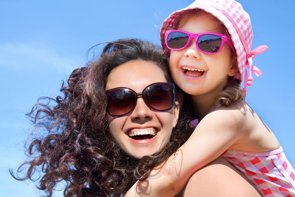 Bezpieczne okulary przeciwsłoneczne dla dziecka