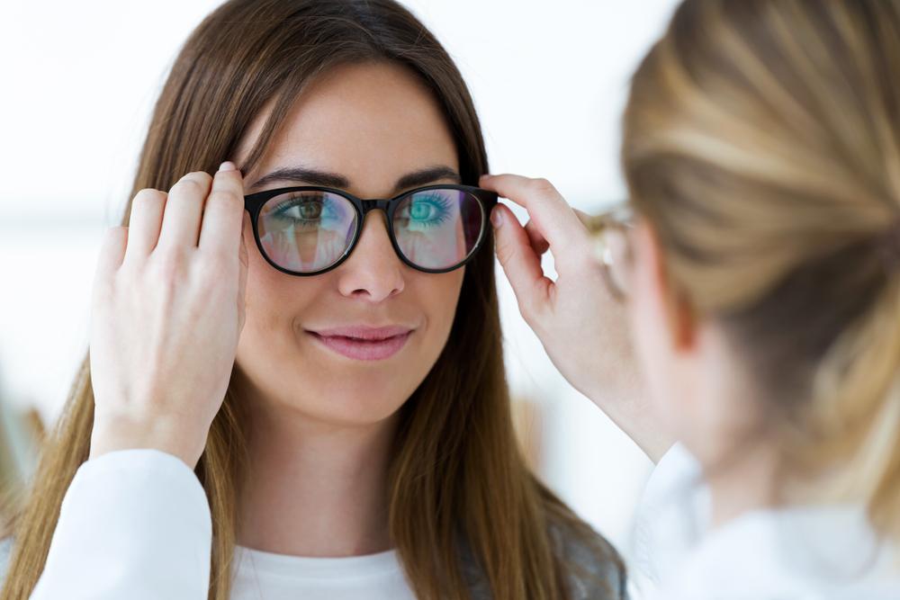 Do okulisty czy optometrysty, gdy oczy niedomagają?